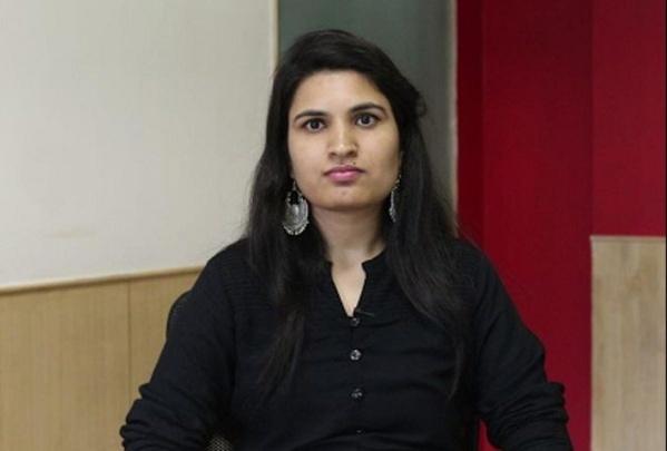 IAS Nidhi Siwach Biography in Hindi