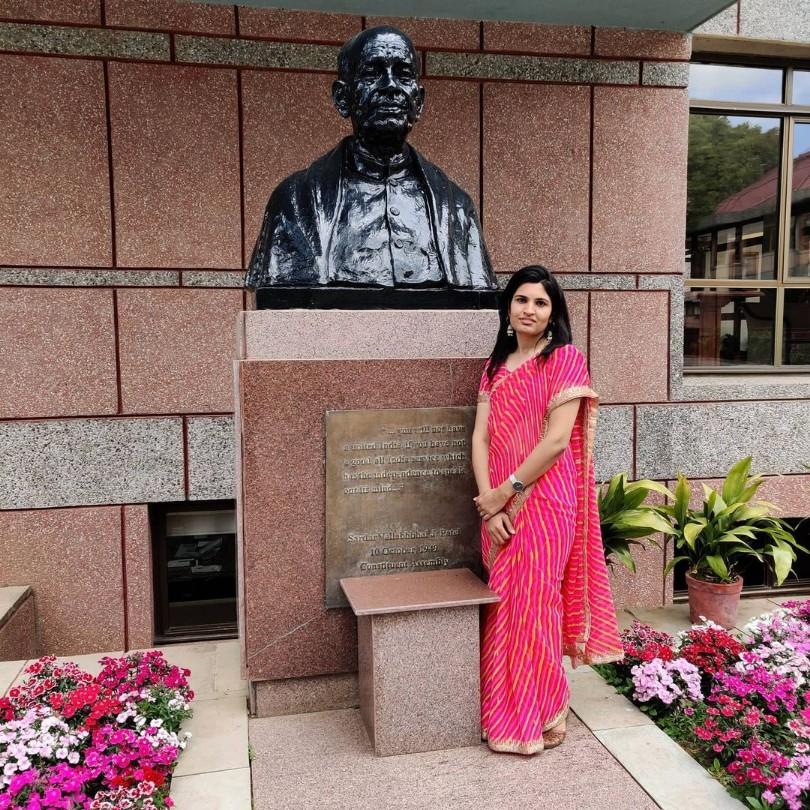 IAS Nidhi Siwach Story in Hindi